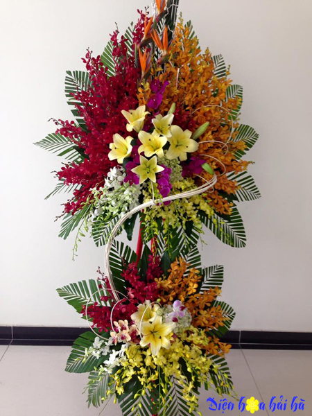Lẵng hoa chúc mừng kỷ niệm công ty nhiều loại hoa