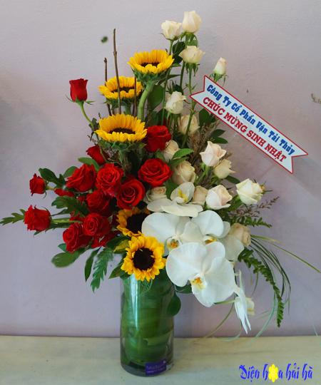 Bình hoa tặng mẹ 8/3 ấn tượng