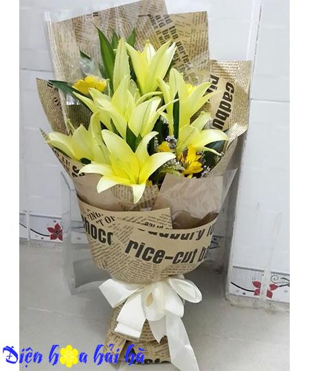 Bó hoa lily vàng tặng bà