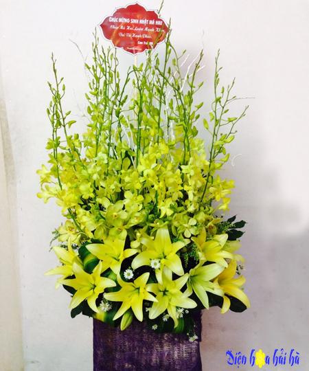 Giỏ hoa chúc mừng 20-10 lan vàng ly vàng