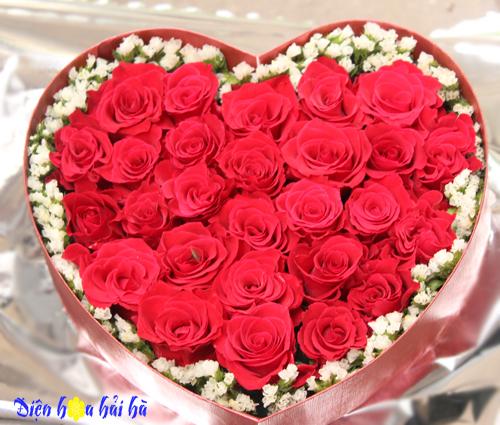 Hộp hoa trái tim hồng đỏ tình yêu