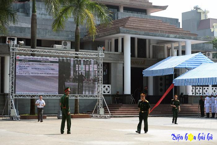 Đặt vòng hoa viếng tang lễ tại nhà tang lễ 108 bộ quốc phòng số 5 Trần Thánh Tông
