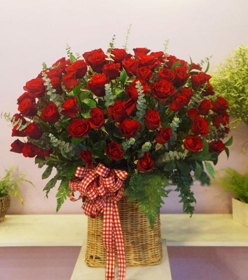 Hãy lấy anh nhé – 108 hoa hồng đỏ