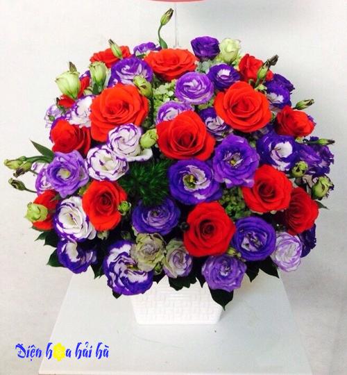 Giỏ hoa hồng đỏ cát tường tím tặng mẹ