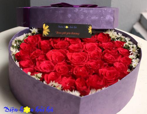 Hộp hoa hình trái tim hoa hồng đỏ