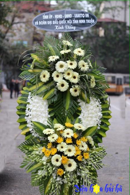 Đặt vòng hoa chia buồn sang trọng