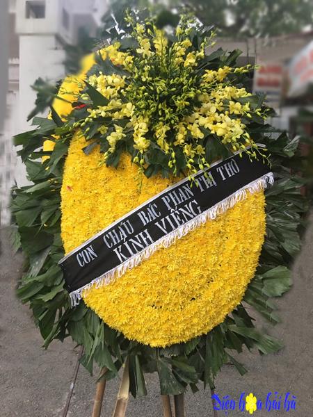 Vòng hoa tang lễ Hà Nội hoa cúc vàng