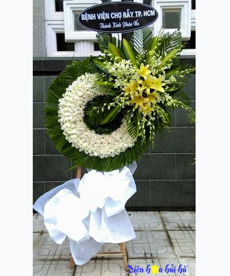 Đặt vòng hoa đám tang tại TPHCM bằng hoa lan trắng cúc trắng