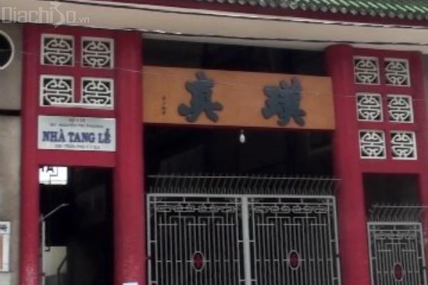 Đặt vòng hoa đám tang tại Nhà tang lễ Bệnh viện Nguyễn Tri Phương Quận 5