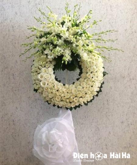 Đặt vòng hoa tang lễ hoa hồng trắng