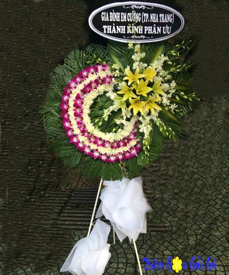 Vòng hoa viếng tang lễ giá rẻ lan tím cúc trắng