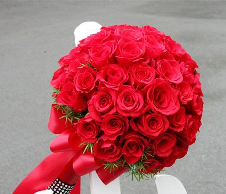 Bó hoa cưới cô dâu hồng đỏ