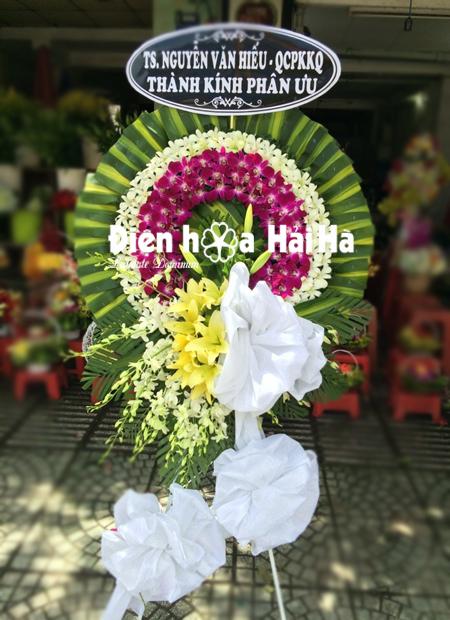 Đặt vòng hoa tang lễ tại Hà Nội lan tím trắng có cụm hoa quay xuống