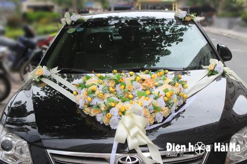 Địa chỉ mua hoa giả trang trí xe cưới trái tim hồng vàng