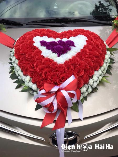 Bán hoa giả trang trí xe hoa cưới hình trái tim 3 mầu