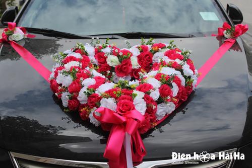 Mua hoa giả trang trí xe cưới trái tim hồng cánh sen