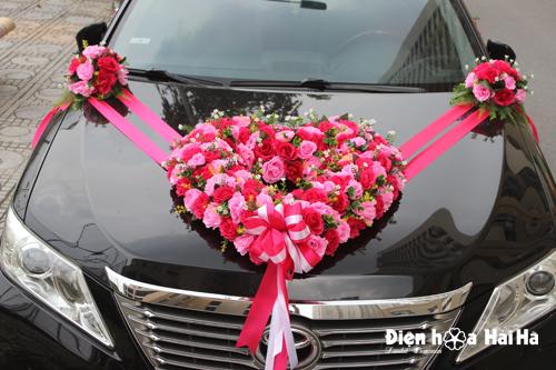 Mua hoa giả trang trí xe cô dâu trái tim hoa hồng