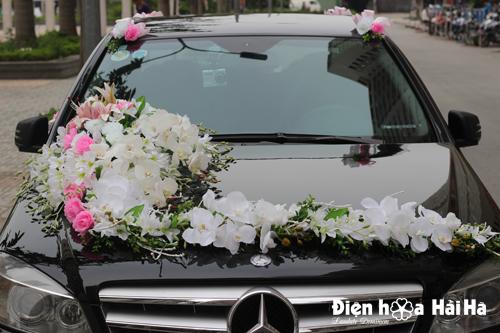 Bộ hoa giả trang trí xe cưới bằng hoa lan hồ điệp trắng