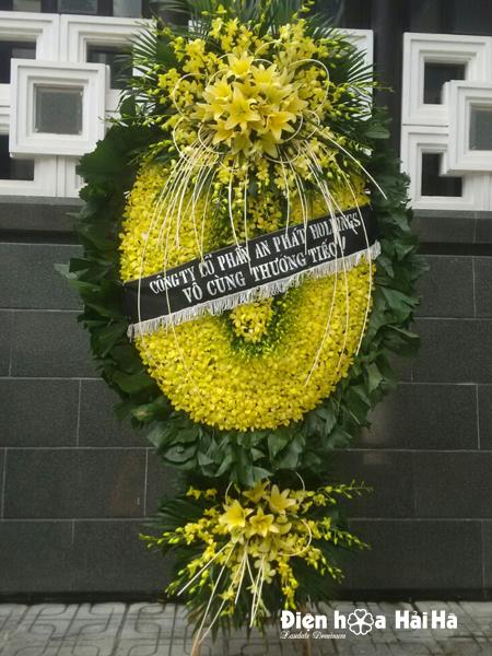Mẫu vòng hoa cao cấp tại Hà Nội hoa lan vàng