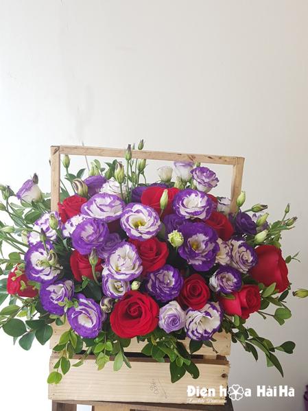 Giỏ hoa tặng mẹ ngày 20/11 hoa hồng đỏ cát tường tím