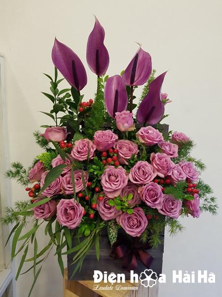 Giỏ hoa mừng ngày 20/10 hoa hồng tím huyết môn tím