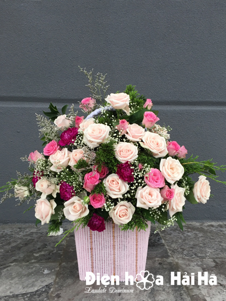 Giỏ hoa đẹp ngày 20/10 nhẹ nhàng