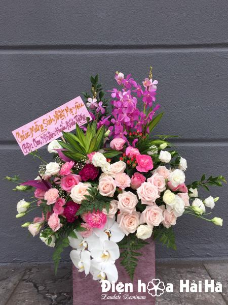 Giỏ hoa tặng ngày 20/10 sang trọng