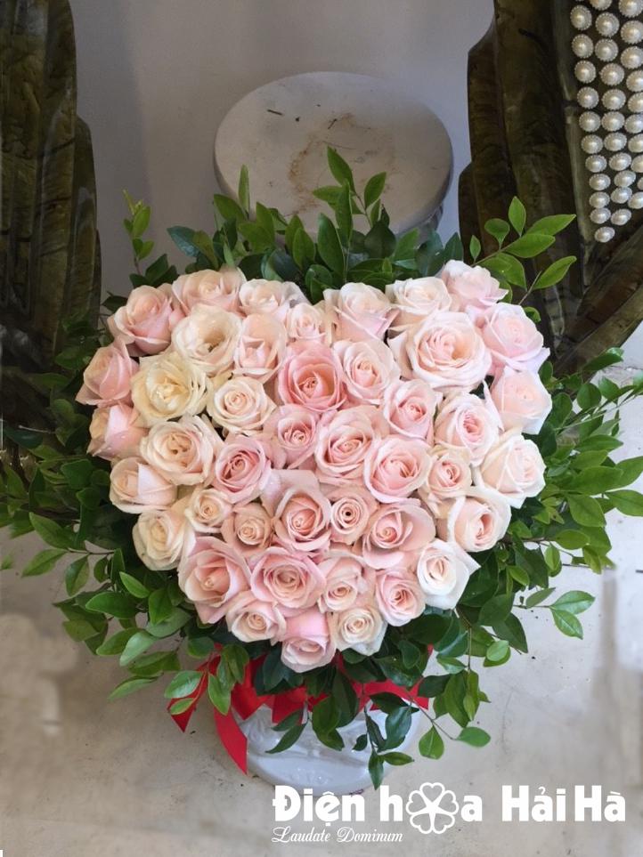 Giỏ hoa hình trái tim hoa hồng kem hồng