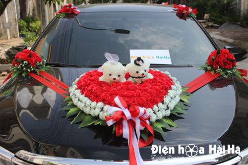 Mua hoa giả trang trí xe cưới trái tim đôi gấu