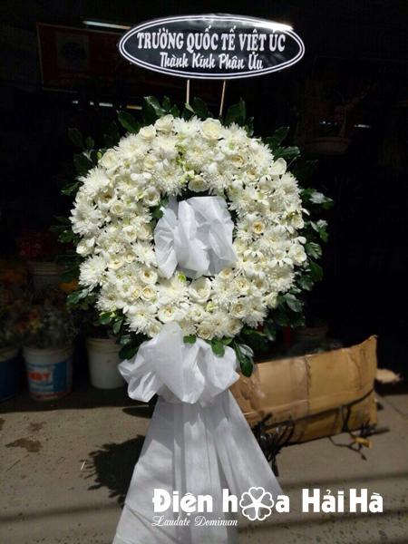 Vòng hoa đám tang hoa cúc trắng hoa lan trắng