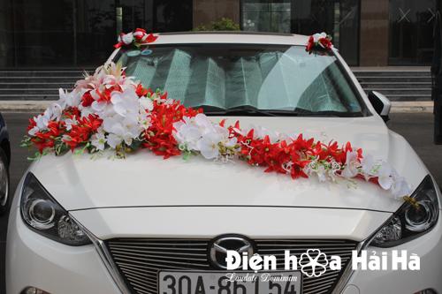 Bán hoa giả trang trí xe cưới hồ điệp trắng và lan đỏ