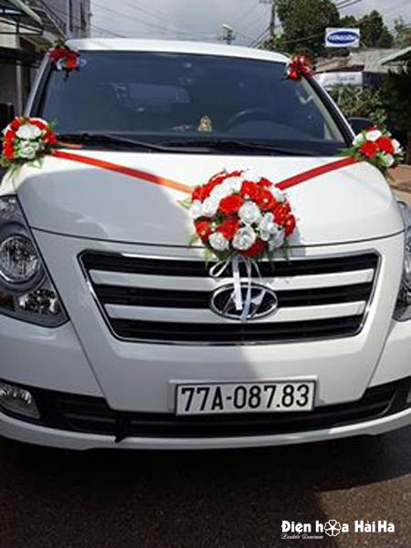 Bộ hoa lụa trang trí xe cô dâu đơn giản
