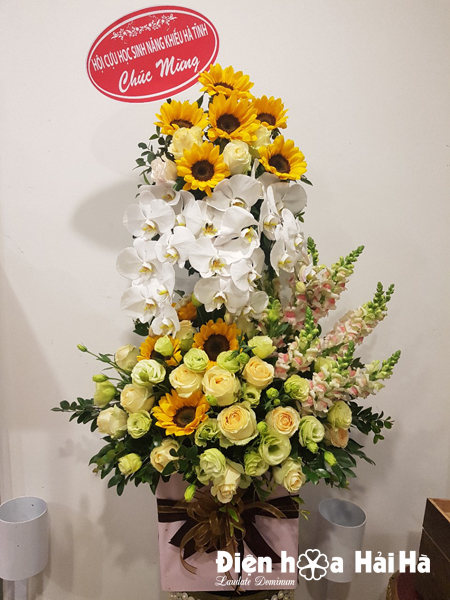 Giỏ hoa tặng Ngày Quốc tế Phụ nữ sang trọng