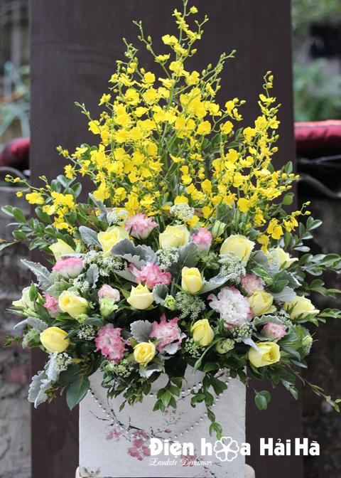 Giỏ hoa tặng Sếp lan vũ nữ và hồng vàng