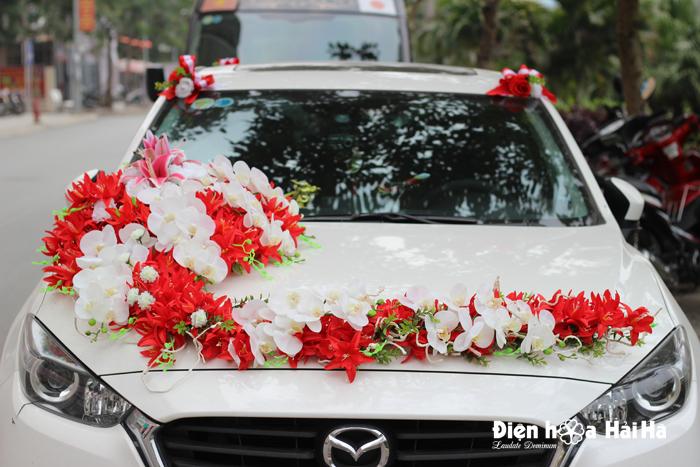Mua hoa vải trang trí xe ô tô hồ điệp trắng lan đỏ