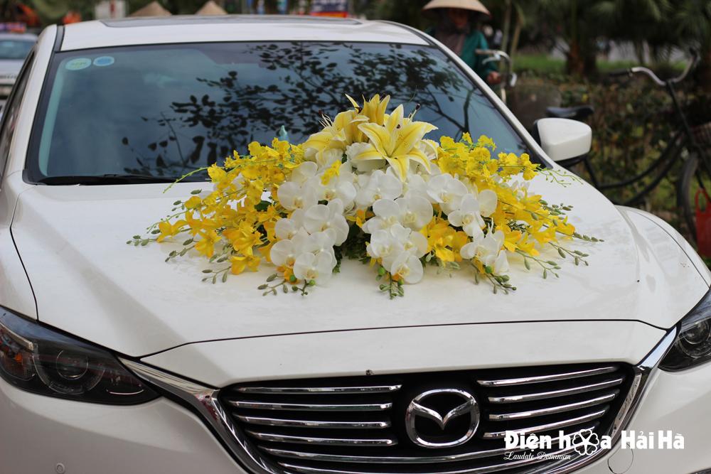 Bộ hoa giả trang trí xe cưới hoa lan vang va ho diep trang