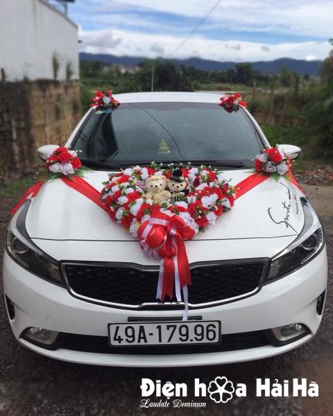 Mua hoa giả gắn xe cưới trái tim trắng đỏ
