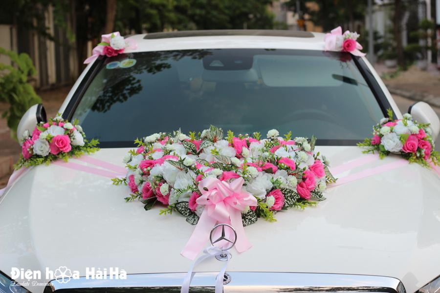 Bộ hoa giả trang trí xe cưới nhẹ nhàng