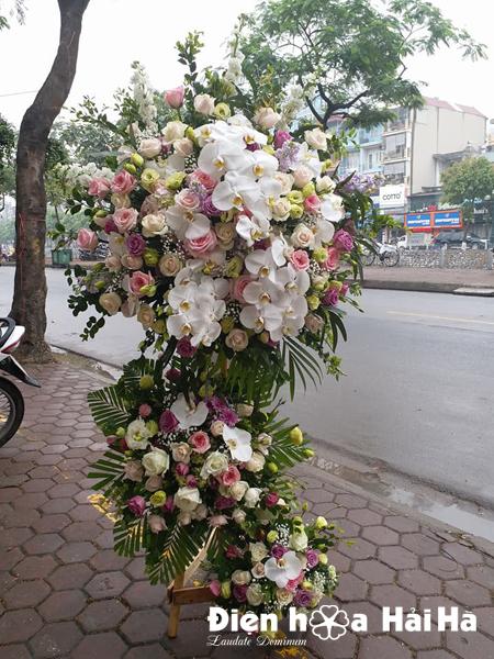 Lẵng hoa chúc mừng đám cưới hiện đại