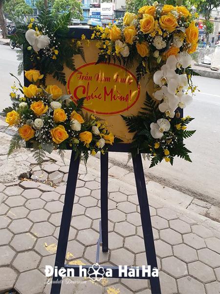 Kệ hoa chúc mừng độc đáo tại Hà Nội