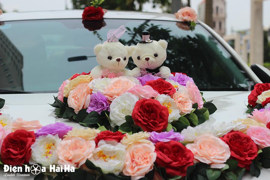 mau hoa lua gan xe cuoi dang vong cung