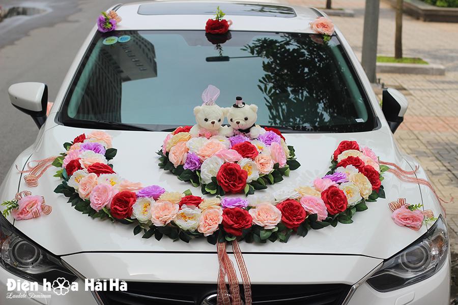 Mẫu hoa lụa gắn xe cưới dạng vòng cung