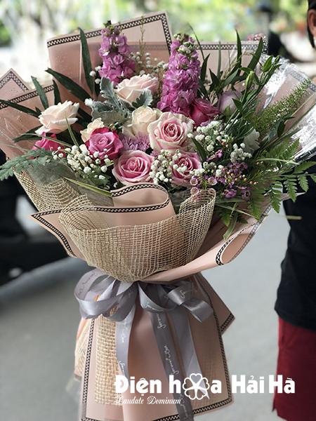 Bó hoa tặng chúc mừng đồng nghiệp