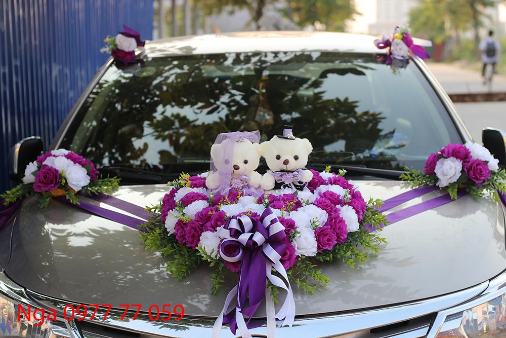 Mẫu hoa giả trang trí xe cưới giá rẻ tím trắng gấu