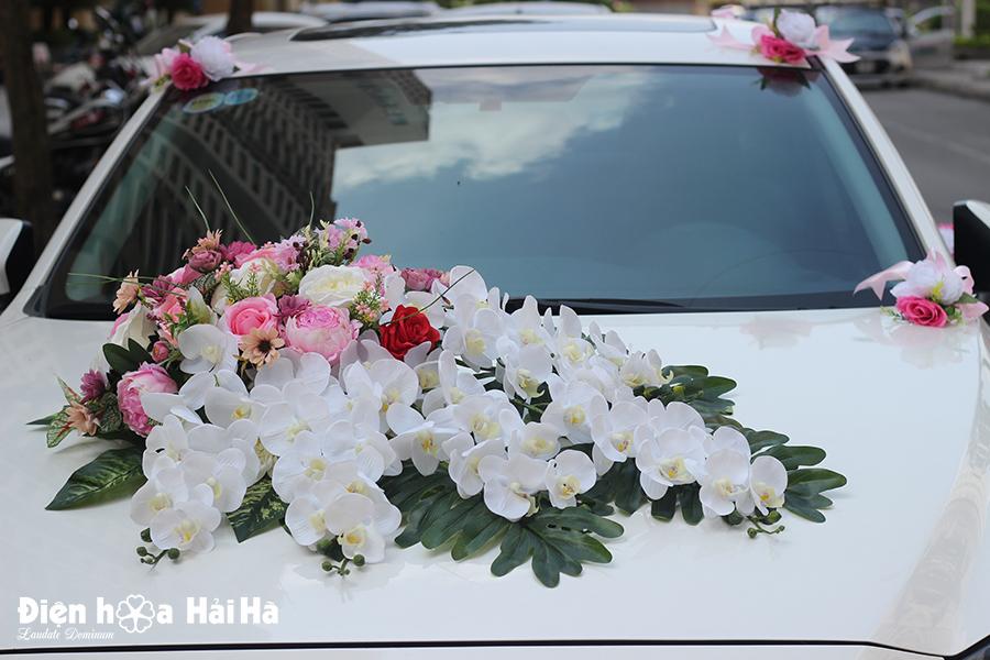Mẫu hoa giả kết xe ô tô hồ điệp trắng