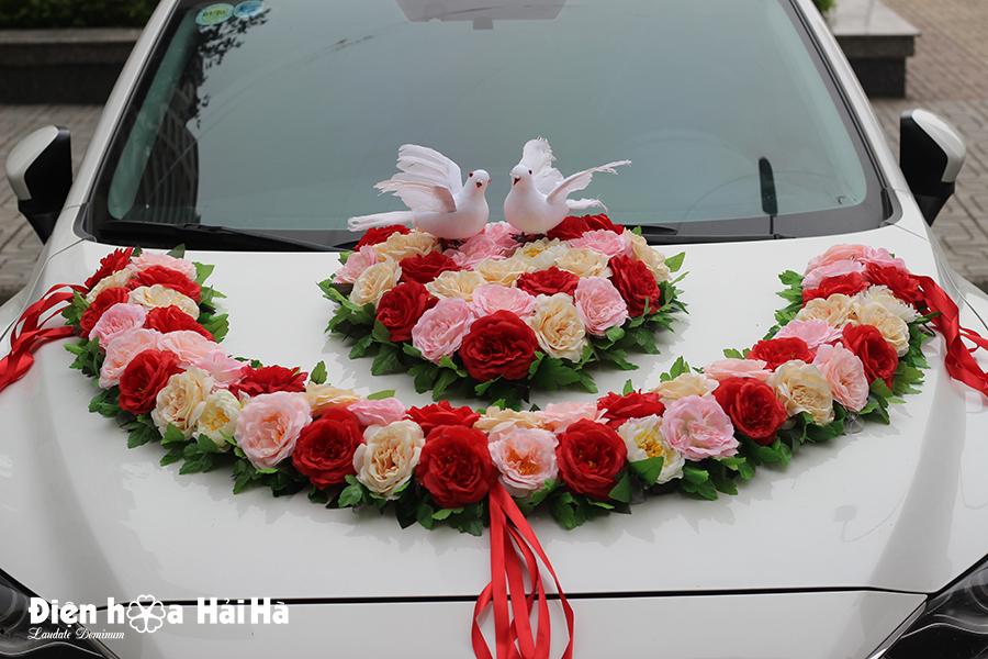 Bộ hoa giả trang trí xe cưới hình vòng cung chim bồ câu