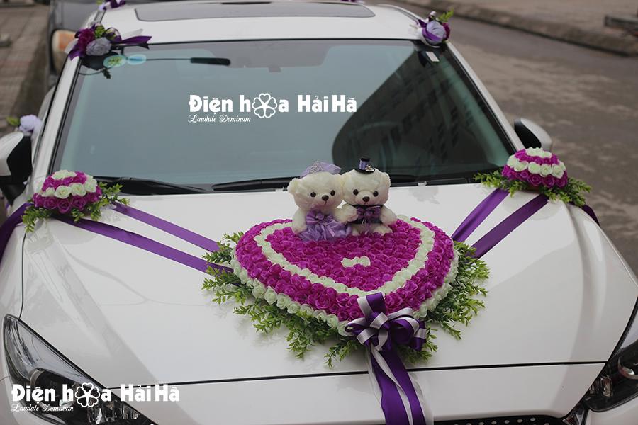 Bán hoa nhựa trang trí xe cưới tím trắng kèm gấu