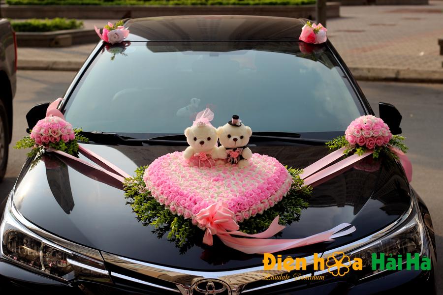 Mẫu hoa nhựa trang trí xe cưới mầu hồng