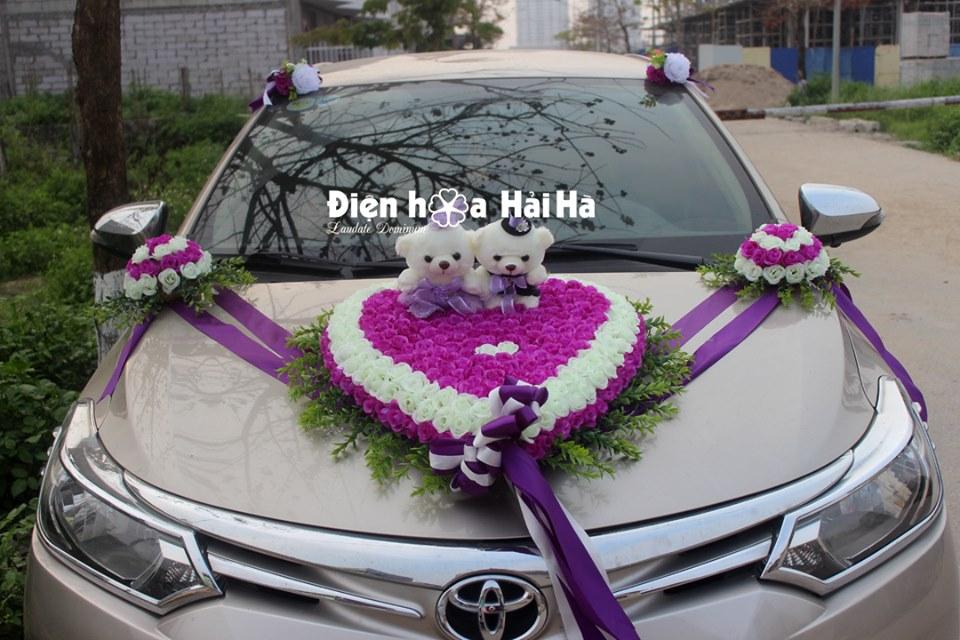 Hoa vải kết xe cưới trái tim mầu tím trắng