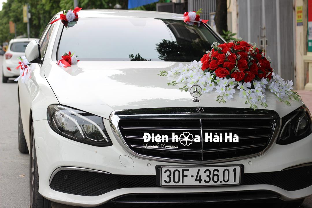 Bộ hoa giả gắn xe cưới quả cầu đỏ